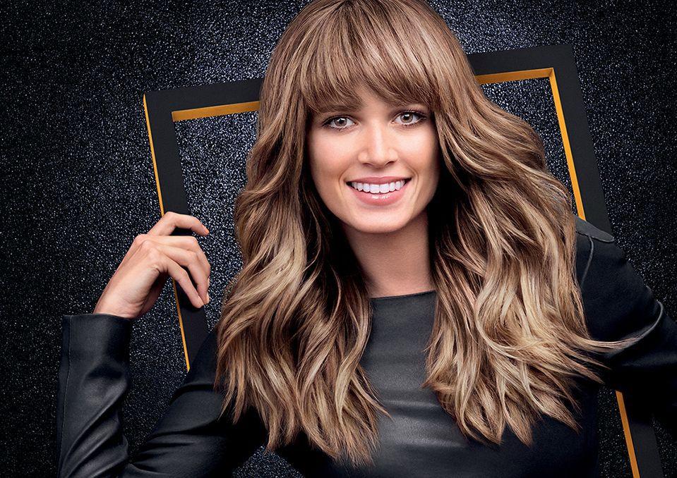 Długie włosy z grzywką – jak powinniśmy je stylizować?