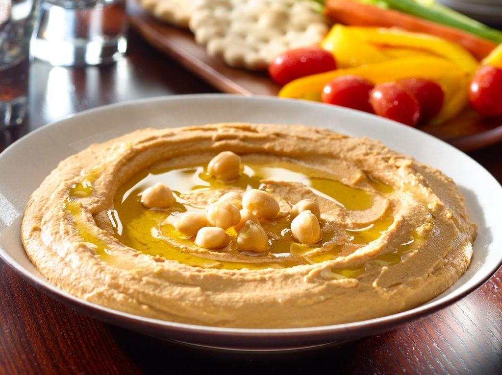 Hummus kwestia smaku – dlaczego warto go jeść?