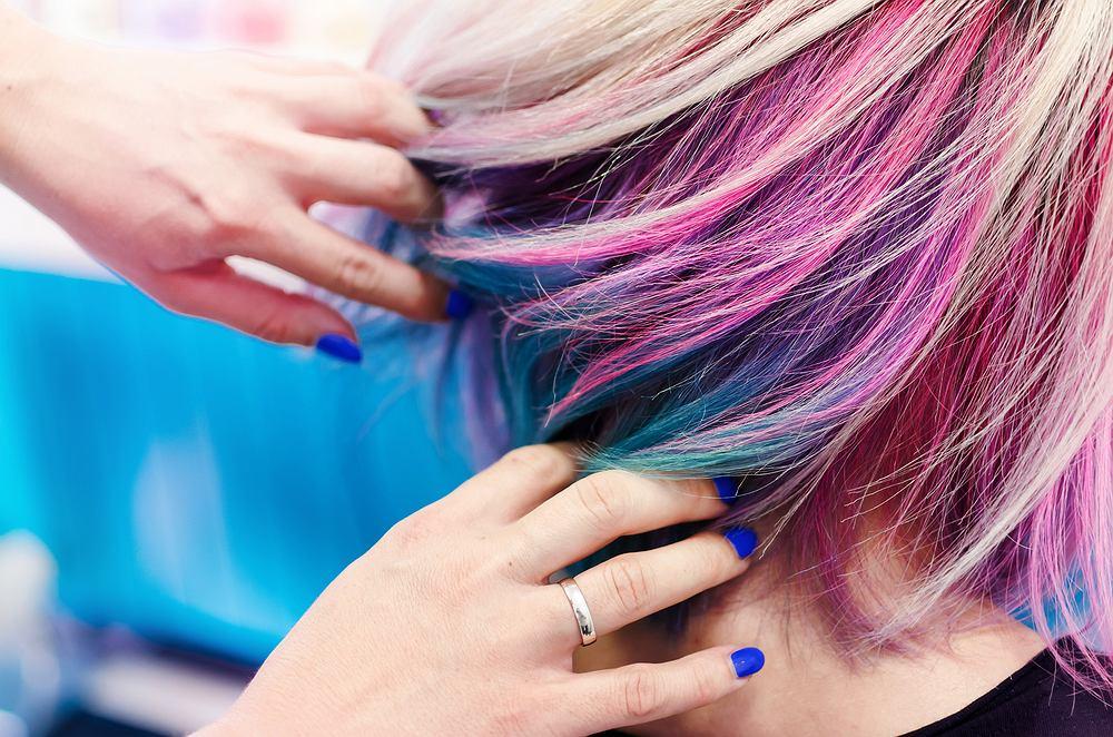 Podpowiadamy jak zafarbować włosy bibułą?