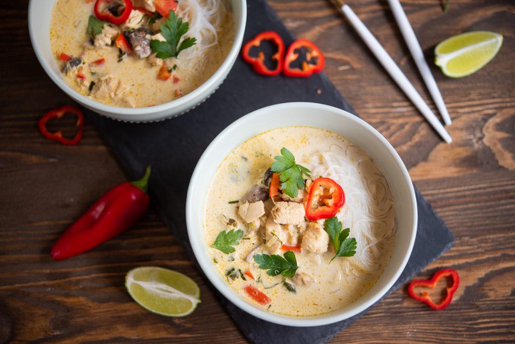 Zupa tajska kwesta smaku – dla wszystkich osób, które kochają smaki azjatyckie