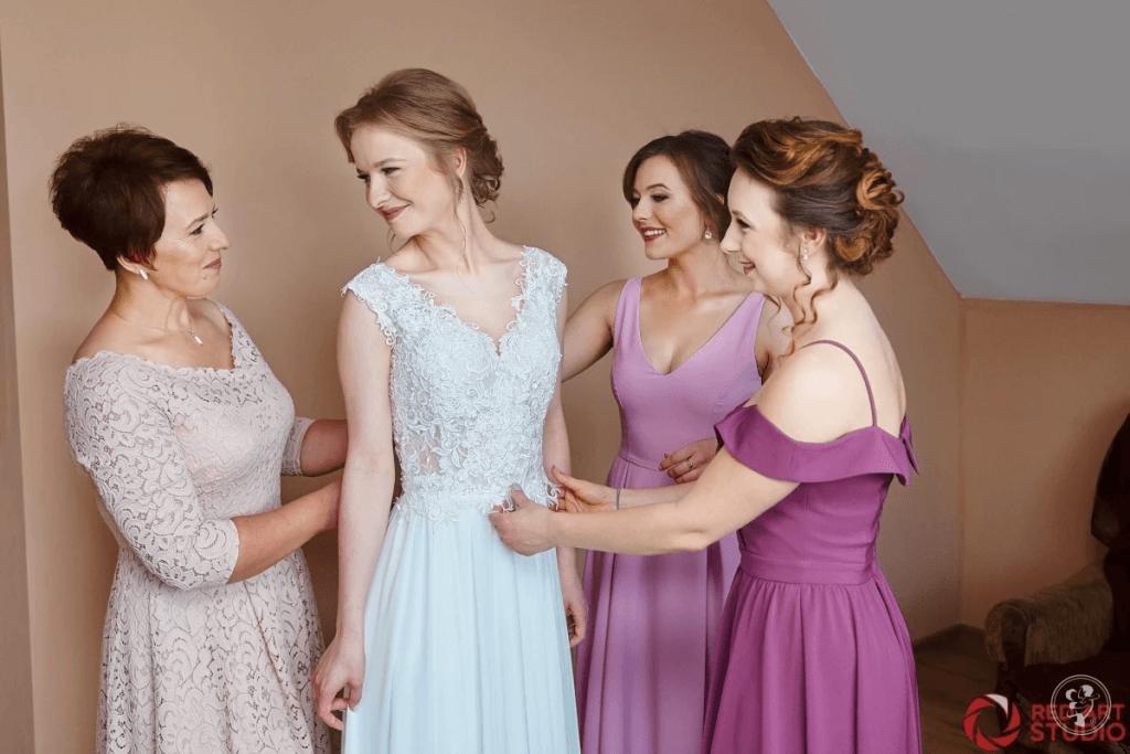 Jaka będzie idealna sukienka na wesele dla 50 latki?